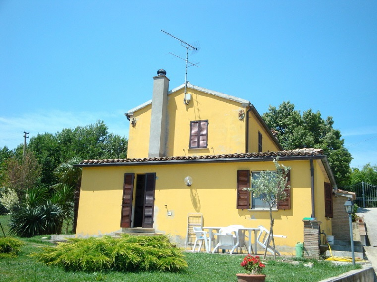 Country house property San Costanzo